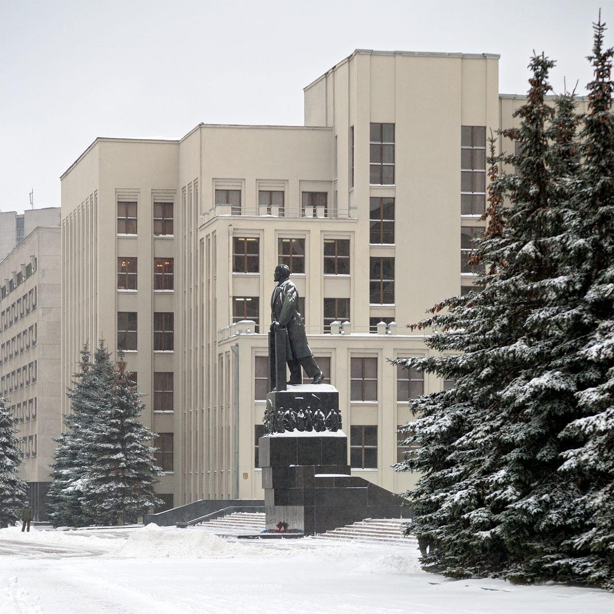 Lenin-Denkmal vor dem Haus der Regierung in Minsk