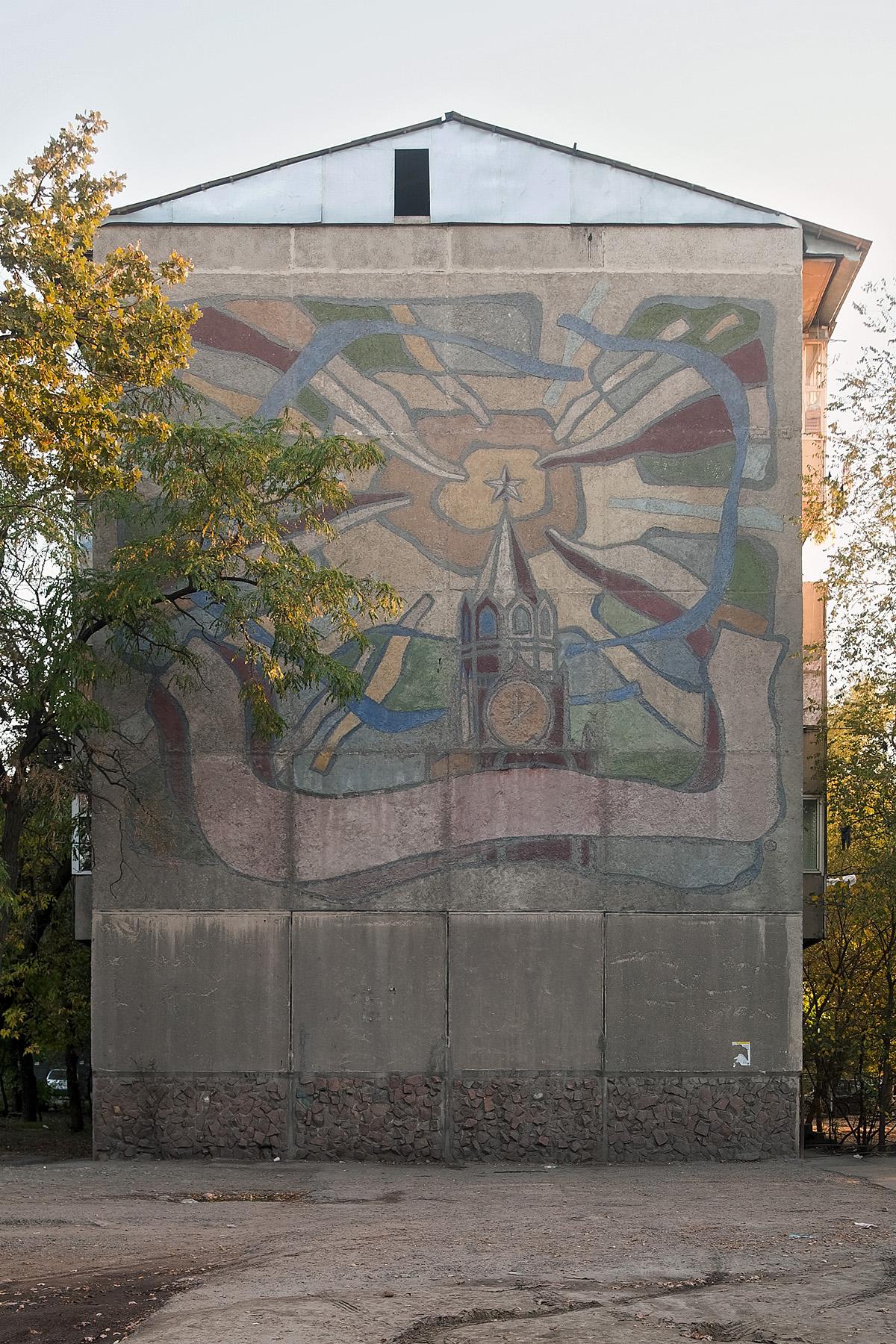 sowjetischer Fassadenschmuck mit einer stilisierten Darstellung Moskaus