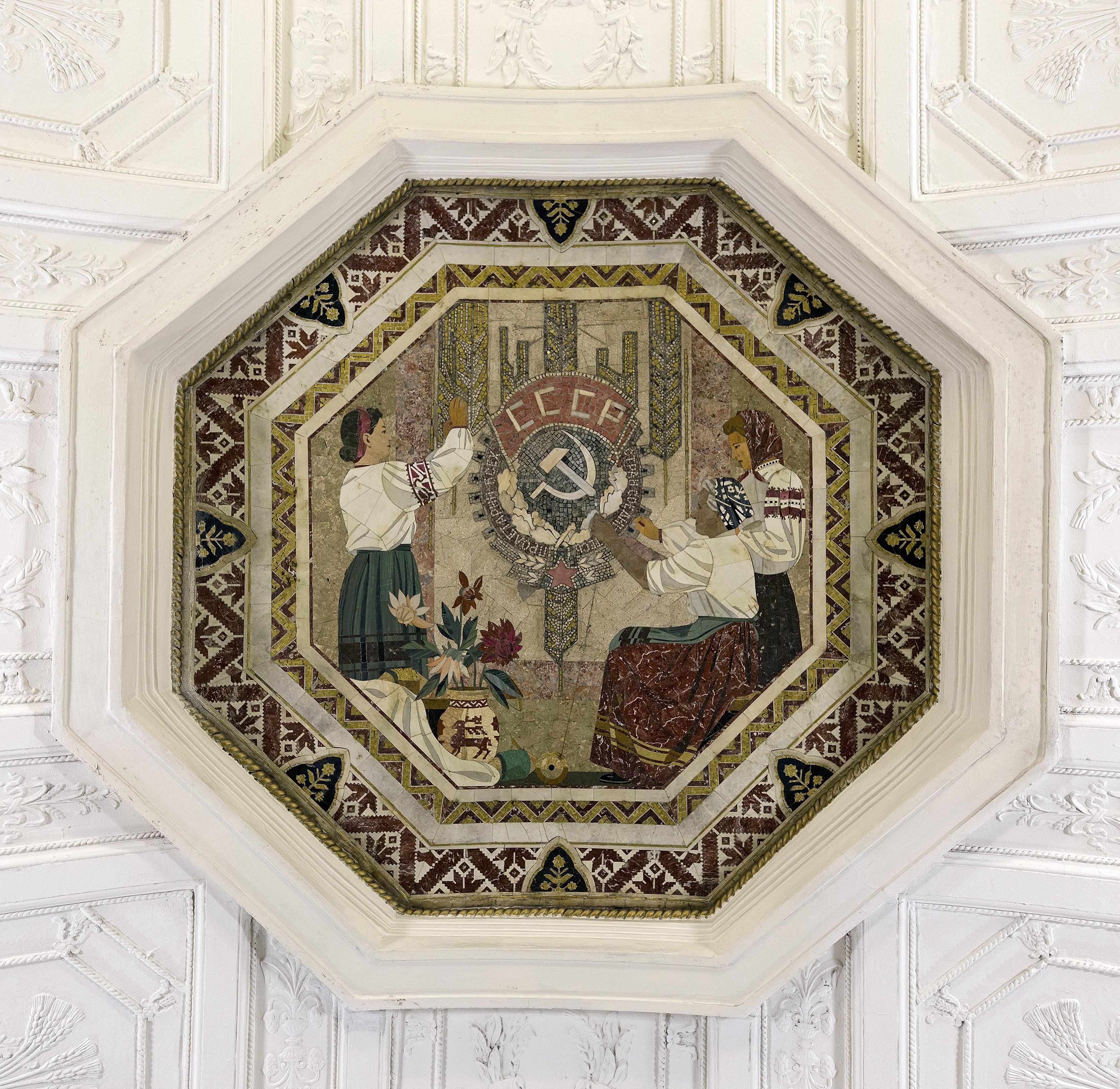 Deckenmosaik im Belorussischen Bahnhof in Moskau