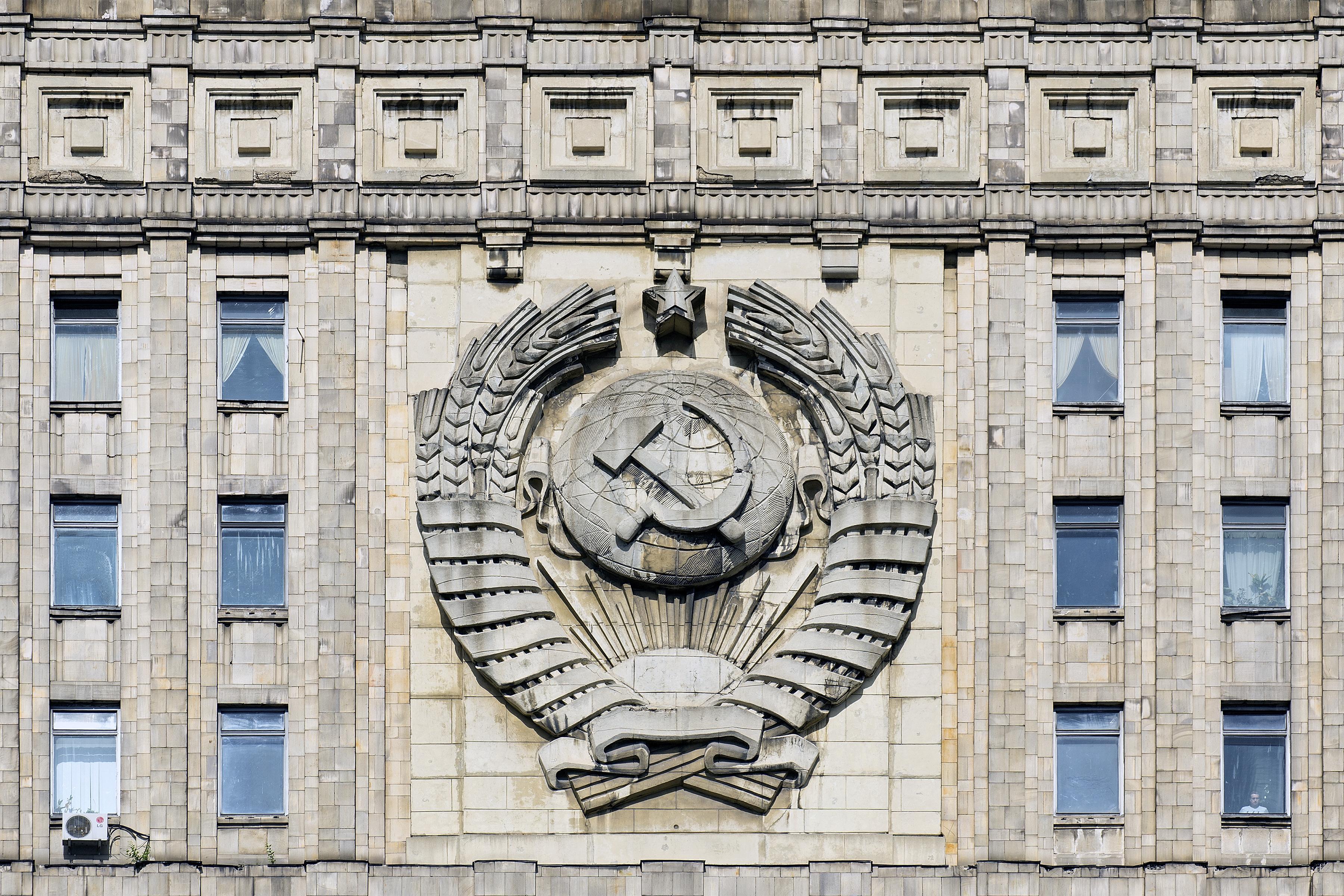Staatswappen der Sowjetunion am Gebäude des Außenministeriums in Moskau
